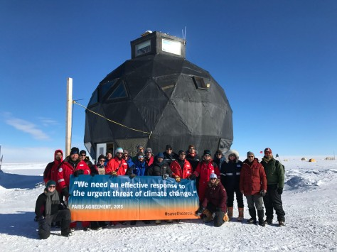 Tag 3 Forscherteam am Eisbohrcamp Eastgrip fordert zur Einhaltung des Pariser Klimaabkommens auf