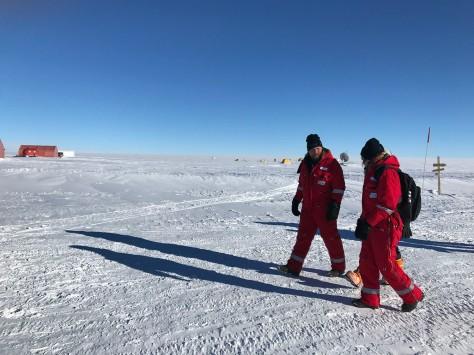 Tag 3 im Gespr+ñch mit Wissenschaftler am Eisbohrcamp Eastgrip